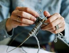 Knitting abbreviations can be tricky to those who are new to knitting. Here& a look at many of the most common abbreviations and what they mean. Circular Knitting Needles, Loom Knitting, Knitting Stitches, Hand Knitting, Knitting Patterns, Stitch Patterns, Knitting Terms, Crotchet Patterns, Crochet Ideas