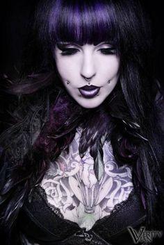 beautiful gothic women images on bing Dark Beauty, Gothic Beauty, Dark Fashion, Gothic Fashion, Rockabilly, Dimple Piercing, Piercings, Gothic Vampire, Gothic Models