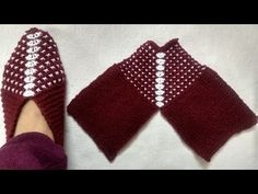 Knitting Slippers, Shoes For Ladies, Girls. आसान बुनाई लेडीज शूज, स्लिपर्स - New Videos Two Color Knitting Patterns, Baby Boy Knitting Patterns, Knitting Designs, Knitting Projects, Crochet Patterns, Finger Knitting, Easy Knitting, Knitting Socks, Knit Shoes
