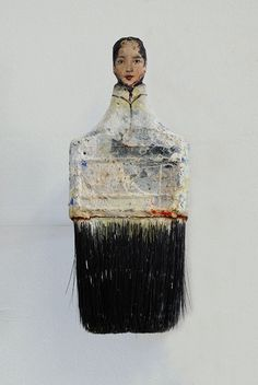 San Francisco-based artist Rebecca Szeto uses old paintbrushes to create her creative artwork. Instead of painting, she carves the ends of her used Paint Brush Art, Paint Brushes, Creative Artwork, Creative Portraits, Art From Recycled Materials, Recycled Art, Art Populaire, Assemblage Art, Art Plastique