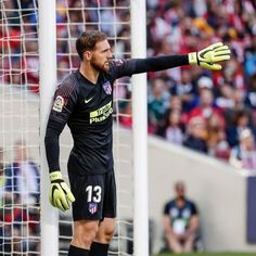 """Jan Oblak has won his fourth straight Zamora Trophy, which distinguishes the league's goalkeeper with the lowest """"goals-to-game"""" ratio… Uefa Champions League, Goalkeeper, New Jersey, Soccer, Sporty, Football, Goals, Baseball Cards, Fitness"""