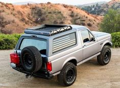 Bronco plate steel style rear bumper with tire and Jerry can (or Nato can) rack. 4x4 Trucks, Lifted Trucks, Cool Trucks, Diesel Trucks, Custom Trucks, Ford Excursion, Ford Bronco 1996, Bronco Truck, Bronco 2