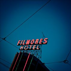 [daily dose of imagery] 03.03.11    Filmores Hotel    Panasonic GF1/Pana20f1.7   1/320s   f1.7   ISO100