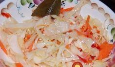 Bombový kapustový šalát s mrkvou a cesnakom: Večer pripravíš, už ráno si pochutnáš!