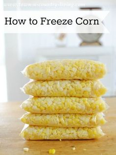How to Freeze Sweet Corn - Town & Country Living - - My grandma used to freeze sweet corn all the time and I've decided to continue her tradition. Here's how to freeze sweet corn. It's so easy! Freezing Fresh Corn, Freezing Vegetables, Canning Vegetables, Frozen Vegetables, Freezing Fruit, Recipe For Freezing Corn, Easy Freezer Corn Recipe, Veggies, Fudge