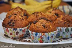 Muffins cu banane si ciocolata | Retete culinare cu Laura Sava - Cele mai bune retete pentru intreaga familie Muffins, Food And Drink, Cupcakes, Sweets, Fruit, Breakfast, Desserts, Recipes, Tin
