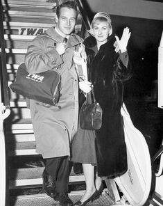 Fly away: Paul Newman and his new bride Joanne Woodward board a jet to London for their honeymoon in February 1958 - mire photos and article about the stars on vacation. Hollywood Couples, Hollywood Stars, Classic Hollywood, Old Hollywood, Hollywood Glamour, Humphrey Bogart, Grace Kelly, Paul Newman Joanne Woodward, Famous Couples
