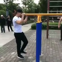 This needed some music - True story - Lustig Funny Videos, Funny Video Memes, Gif Videos, Funny Video Clips, Stupid Funny, Funny Jokes, Hilarious, Cool Dance Moves, Wow Video