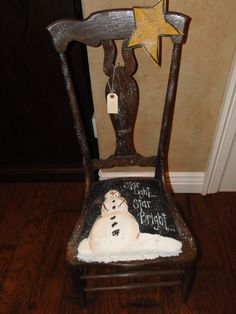 Snowman Star Light on chair Christmas Chair, Primitive Christmas, Christmas Snowman, Snowman Crafts, Christmas Projects, Holiday Crafts, Christmas Ideas, Hand Painted Chairs, Hand Painted Furniture