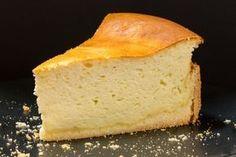 Das Aroma von Schichtkäse verleiht diesem Kuchen seinen starken Charakter....