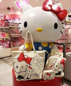 #HelloKitty jumbo figurine & totes ( ´ ▽ ` )ノ