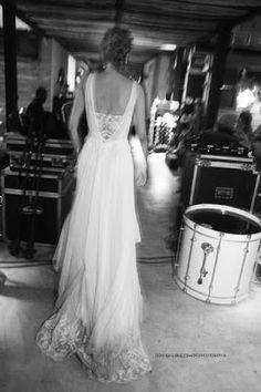 Lembram daquela atriz Janaína Barbosa? Pois então... ela se casou num nada-básico Destination Wedding na Ilha de Comandatuba - BA, num vestido Wanda Borges