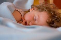 Kocyk, poduszka i przytulanka, to niezawodny zespół zapewniający komfortowe spanie Waszemu Maluchowi w każdych warunkach. Szczególnie ta ostatnia pozycja jest wyjątkowo ważna :)