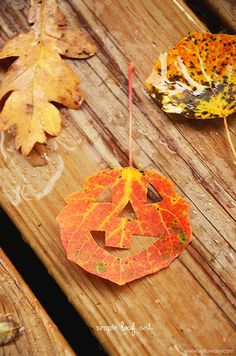 Leaf Art: Play with Leaves + make a leaf trail Halloween Art Projects, Halloween Arts And Crafts, Autumn Crafts, Halloween Crafts For Kids, Craft Projects For Kids, Crafts For Kids To Make, Art For Kids, Nature Crafts, Halloween Design