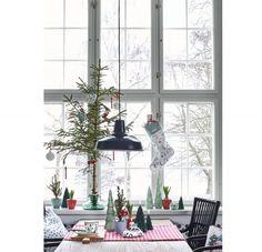 8 inšpirácií na vianočný stromček | DOMA.SK Bude, Patio, Ceiling Lights, Lighting, Outdoor Decor, Furniture, Home Decor, Decoration Home, Room Decor