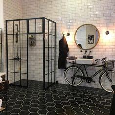 """5,089 mentions J'aime, 51 commentaires - ELLE Décoration France (@elledecorationfr) sur Instagram : """"La jolie salle de bains @casualavenue #salledebains #carrelagemetro #verriere #velo #mo2017"""""""