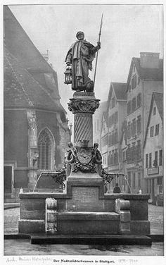 """Après de nombreuses discussions, la majorité des cynophiles s'accordent à dire que le premier Schnauzer à été crée en Allemagne, à partir du Pinscher qui fut croisé avec un Caniche allemand noir et un Splitz Loup afin d'y obtenir un poil poivre et sel. Ainsi est né ce qui était appelé autrefois un """"Pinscher à poil dur"""" ou """"Griffon d'écurie"""" ou encore le """"Terrier Allemand"""""""