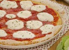 Finta pizza di cavolfiore,piatto unico realizzato con la base di cavolfiore, senza farina né lievito, ideale per gli intolleranti al glutine e i vegetariani  http://pilloline.altervista.org/finta-pizza-di-cavolfiore/