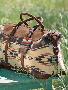 Another Pinner said: Ooooooooh! A perfect match to my Paul Brody Pendleton boots! Miss Moss : pendleton bags Mode Country, Pendleton Bag, Sac Week End, Ethno Style, Carpet Bag, Southwest Style, Cowgirl Style, Clutch, Cute Bags