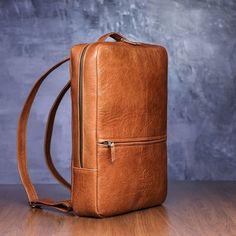 Handmade leather backpack #leatherbackpack #womenbackpack #menbackpack #unisexbackpack #laptopbackpack #leatherbag #laptopback #citystyle #cityfashion #leatherpurses #computerback #handmade #shoulderbag Brown Leather Backpack, Leather Laptop Bag, Leather Clutch Bags, Tan Leather, Leather Purses, Leather Totes, Leather Backpacks, Minimalist Bag, Leather Bags Handmade