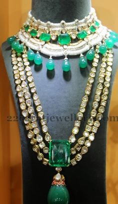 Jewellery Designs: Emerald Drops Kundan Set