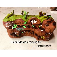 "𝒥𝑜𝒶𝓃𝒶 𝓂𝑒𝓁𝑜 on Instagram: ""Fazenda das formigas feito em papel machê para meu netinho @montessoriandoemcasa. Bom Dia é um abençoado feriado!🙏🏻🤗"" Desserts, Instagram, Food, Ants, Paper Mache, Holiday, Lady Bug, Farmhouse, Good Day"
