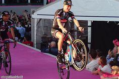2016 #giroditalia pre-race-photos - Now it's #GiantAlpecin's time for Wheelies!