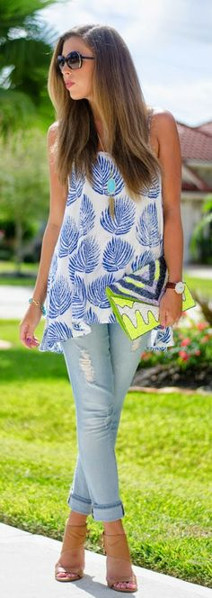 Daily New Fashions: Palm Print Top With Destructed Skinny Jeans