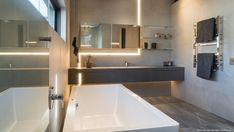 Forest Road Home, von Nico van der Meulen Architects, Inanda, Südafrika Philip Johnson, Big Houses, Pool Houses, Modern Bathroom, Small Bathroom, Bathroom Ideas, Bathrooms, Bathroom Images, House Wall Design