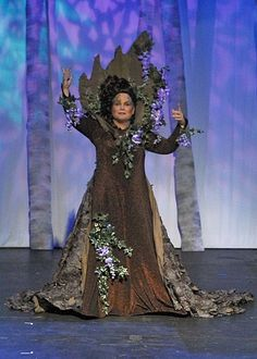 broadway Into the woods cinderella scene with birds eating lentils The Wizard Of Oz Costumes, Mom Costumes, Theatre Costumes, Halloween Costumes, Costume Ideas, Dryad Costume, Tree Costume, Goldilocks Costume, Into The Woods Musical