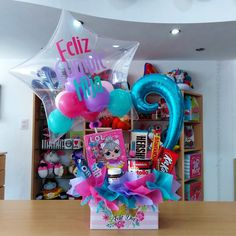 Candy Gift Baskets, Candy Gifts, Diy Birthday, Birthday Presents, Bee Drawing, Weird Gifts, Balloon Gift, Candy Bouquet, Pink Candy