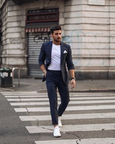 Totally missing 📍Milano right now! Wishing everyone a wonderful start of the week! Formal Attire For Men, Mens Casual Suits, Semi Formal Outfits, Men Formal, Mens Suits, Casual Wear, Men Fashion Show, Mens Fashion Blog, Mens Fashion Suits
