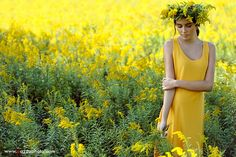 cleveland-fashion-photographer-yellow-goldenrod-field
