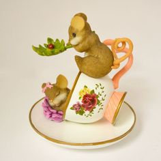 Filled with Joy Charming Tails Mouse Teacup Figurine Bradford Exchange