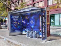 Marquesina rotulada de azul para campaña en Sevilla