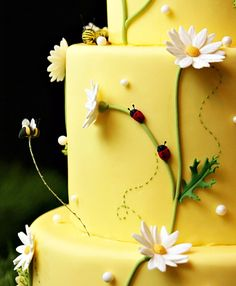 Bumblebees – For their mid-summer nuptials, Eve and Rick brought the summer into… - Modern Daisy Cakes, Bee Cakes, Fondant Cakes, Spring Cake, Summer Cakes, Cupcakes, Cupcake Cakes, Gorgeous Cakes, Pretty Cakes