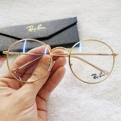 Image in Glasses 👓 collection by Zoé on We Heart It Cute Sunglasses, Cat Eye Sunglasses, Sunglasses Women, Rayban Eyeglasses Women, Prada Eyeglasses, Glasses Frames Trendy, Vintage Glasses Frames, Glasses Trends, Lunette Style