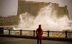 Il vento sferza Napoli: difficili i collegamenti con le isole  http://tuttacronaca.wordpress.com/2014/01/18/il-vento-sferza-napoli-difficili-i-collegamenti-con-le-isole/