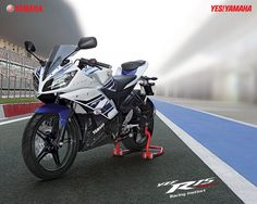 Official Wallpaper of 2013 Yamaha YZF-R15