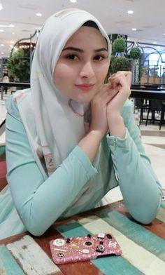 Hijab Fashion Summer, Muslim Fashion, Women's Fashion, Casual Hijab Outfit, Hijab Chic, Beautiful Muslim Women, Beautiful Hijab, Arab Women, Arab Ladies