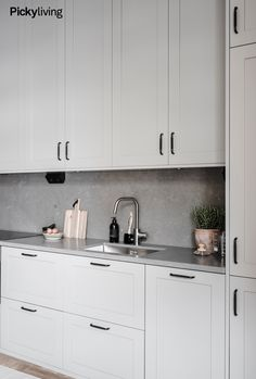 Kitchen Dinning, Ikea Kitchen, Home Decor Kitchen, Kitchen Furniture, Kitchen Interior, Home Kitchens, Kitchen Cabinets, Room Interior, Loft Interior Design