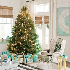 Holiday decorating with seaside style. Via Southern Living.