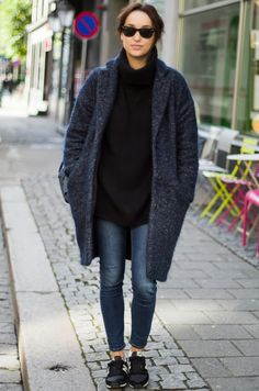 Minimal: jeans, sneakers, turtleneck, over sized coat. Via Marion WD