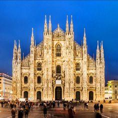 #Milano #duomo #duomodimilano #italya #italy Sizi çağırıyor  uygun fiyatlara uçak bileti almak için #biletcepde üzerinden iletişime geçebilirsiniz. #bilet #online #ticket #way #holiday #tur #turizm #tourism #tatil #istanbul #ramazan #ramadan #turkey