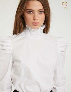 Chemisier manches volantées sur Morgan 80s Fashion, Fashion 2020, Hijab Fashion, Trendy Fashion, Womens Fashion, Trendy Style, Modern Victorian Fashion, Blouse Sexy, Victorian Blouse