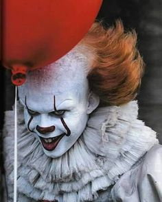 New Pennywise The Clown Image For Stephen King's IT is Creepy as Hell — GeekTyrant Penny Wise Clown, Clown Pennywise, Pennywise The Dancing Clown, Pennywise Tattoo, Pennywise Film, Le Clown, Creepy Clown, Clown Mask, Scary Movies