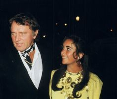 Richard Burton and Elizabeth Taylor Hollywood Icons, Vintage Hollywood, Classic Hollywood, Burton Richard, Burton And Taylor, Beauty Movie, Carolyn Bessette Kennedy, Glamour Ladies, Famous Couples