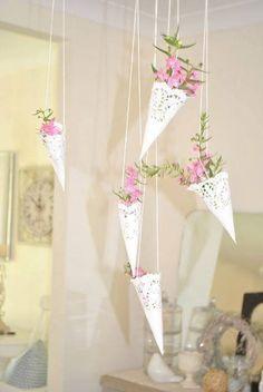 New Bridal Shower Decorations Diy Vintage Paper Doilies 31 Ideas Paper Doily Crafts, Doilies Crafts, Paper Doilies, Deco Champetre, Paper Cones, Diy Papier, Deco Floral, Vintage Sheet Music, Hanging Baskets