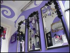 Extreme Burton-ish bathroom makeover (lots'o'pics) - HOME SWEET HOME - My bathroom has sorely needed a makeover for a long time. Dark Nursery, Tim Burton Style, Japan Crafts, Goth Home, Gothic Home Decor, Gothic House, Cool Rooms, Room Themes, Halloween Themes