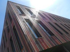 Spelen met het gebouw en zonlicht.